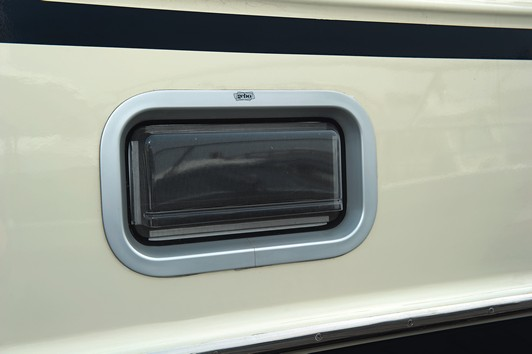 Portlight Rectangular - Opening (625 × 200mm)